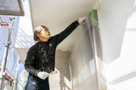 外壁塗装の費用は時期の選択や助成金や災害保険で安くする